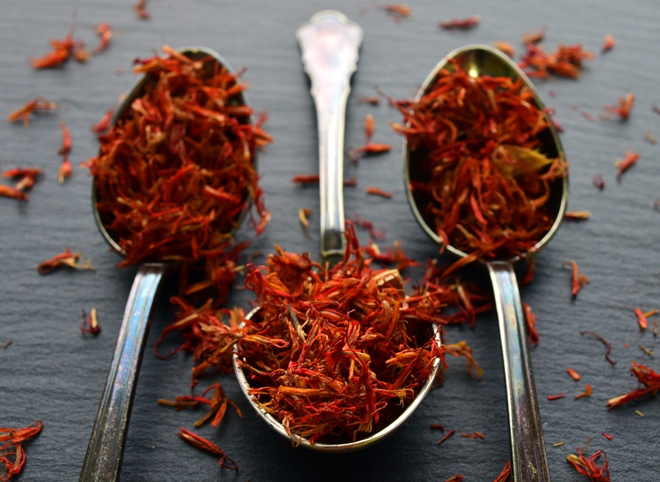 Eat saffron and oranges for fair complexion of the baby