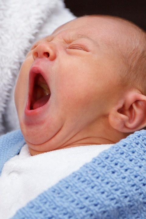 6 reasons why your baby wakes up in the mid of the night