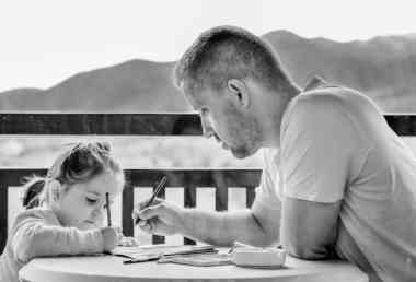 Kid with father/pixabay