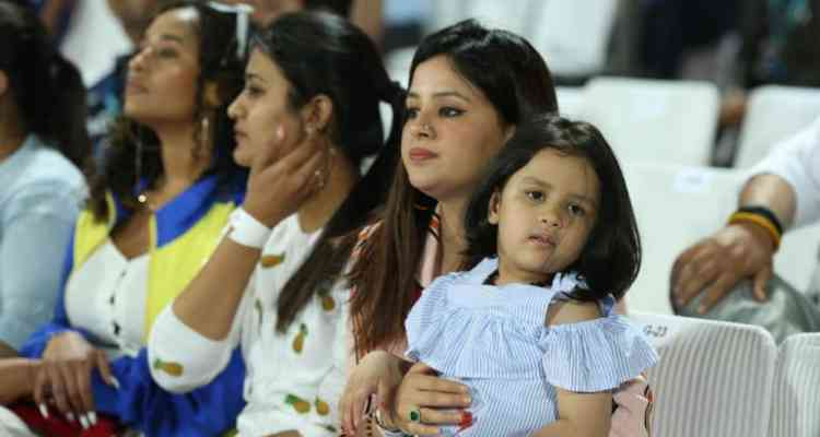 Ziva cheering for his dad Dhoni in IPL