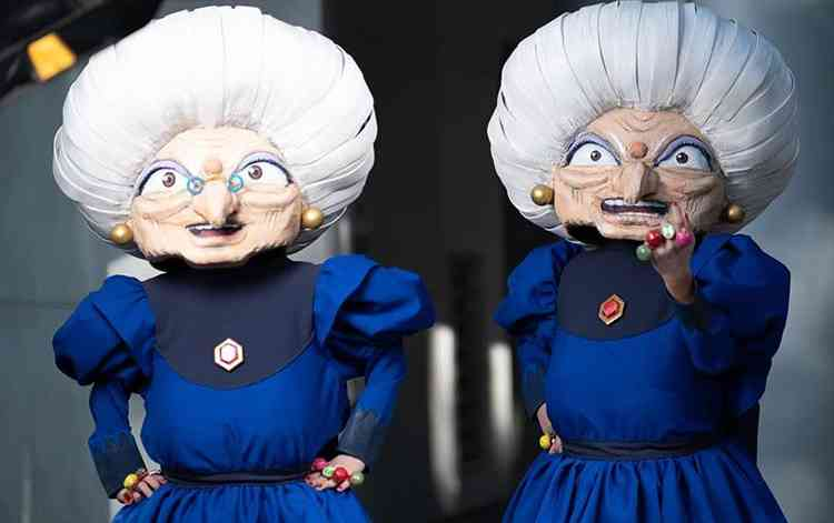 These twin sisters' cosplays are just amazing